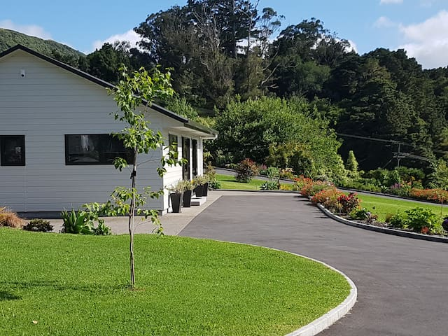 Birchgrove cottages - 2 br Family unit