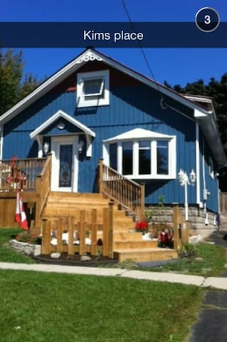 Welcome to your Home away from Home! - Oshawa - Casa