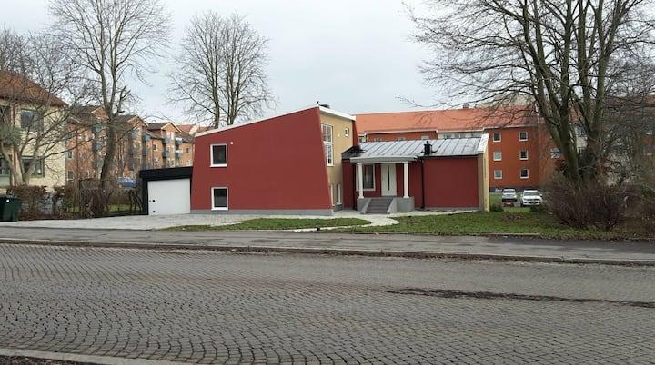 Dubbelrum i centrala Kristianstad uthyres