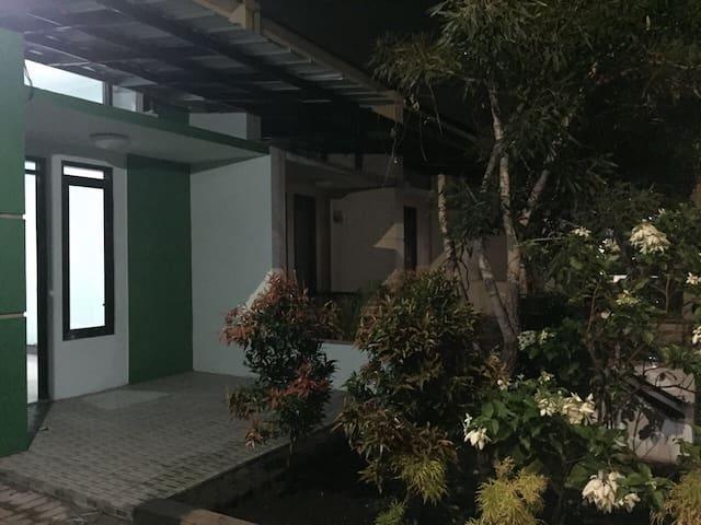 Rumah di Jatinangor untuk keluarga