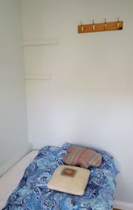 Single room in cosy cottage - Wivenhoe - บ้าน