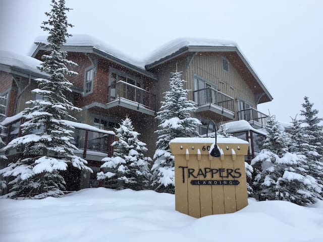 Luxurious Sun Peaks 5 Bdrm Ski-in/Ski-out Townhome