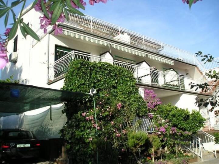 Apartman 6 ,wifi,air-condition,free parking