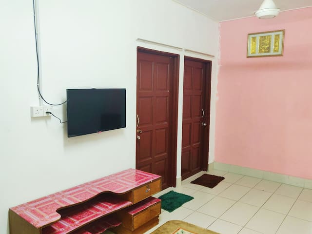 Firdaus Guesthouse | FREE WiFi | Near ETS Station