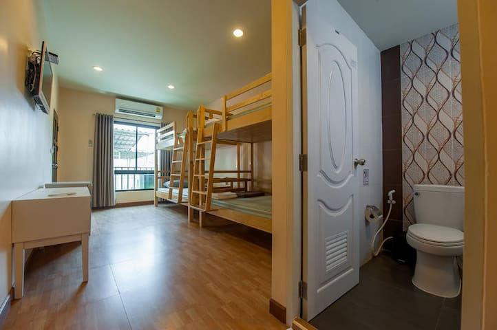 Private room - 4 Bunk Beds with ensuite Bathroom