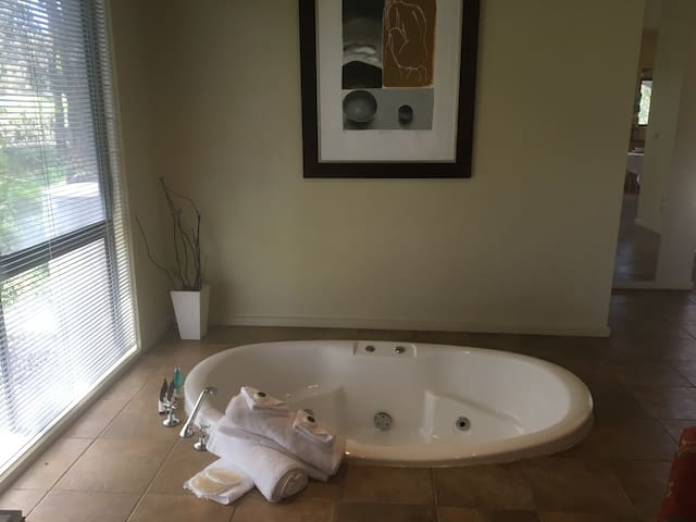 Romantic Cottage for 2 with Spa Bath Otway Ranges