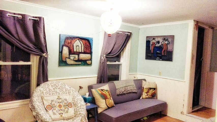 *2 bedroom apt. in artists home* - Brunswick