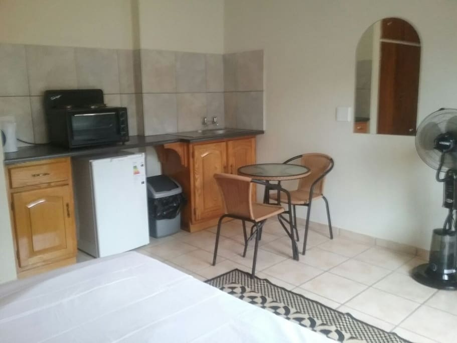 Quality affordable accommodation5 bed and breakfasts for for Affordable kitchens gauteng