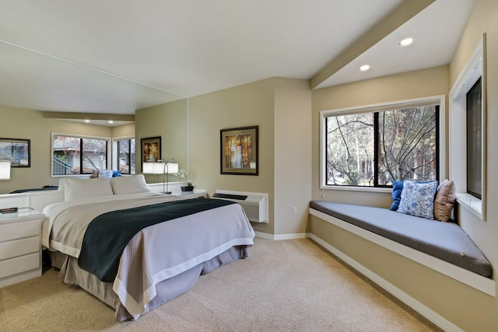 River Ridge 322B Private, hotel style suite in Bend with access to fitness center.