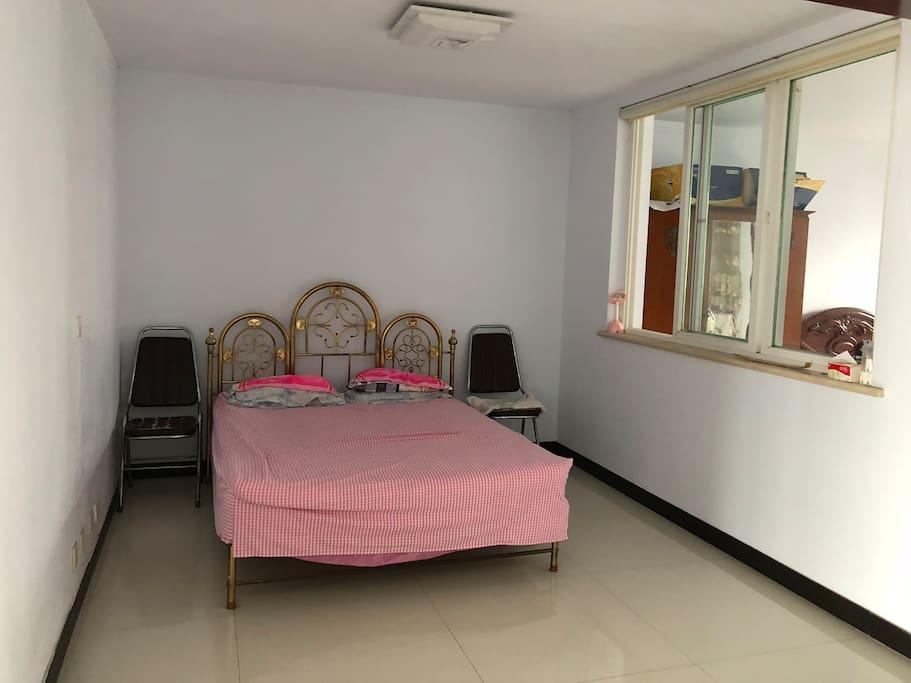 3个卧室其中之一,每个卧室都有25+平方哦