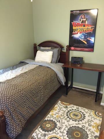 The Maglab Room Walk to FSU - Tallahassee - House