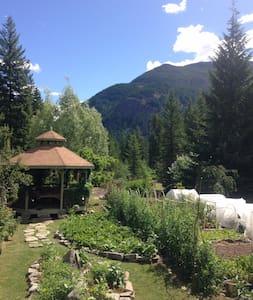 Living Harmony Farm - Winlaw - Vierassviitti