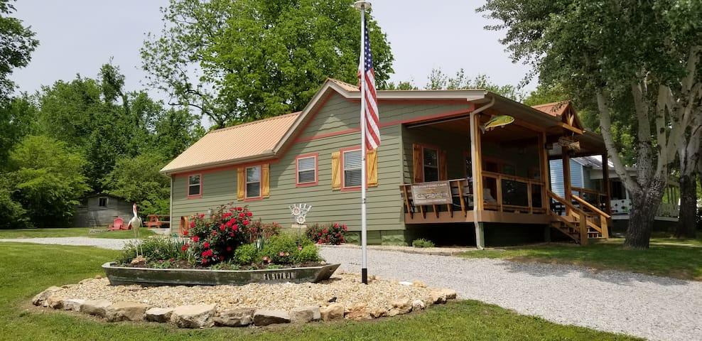 ENJOY OZARK FALL SEASON IN OUR 5 STAR COTTER CABIN