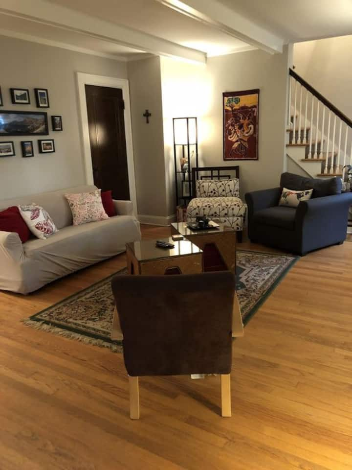 3 Bedroom Near Campus and Downtown