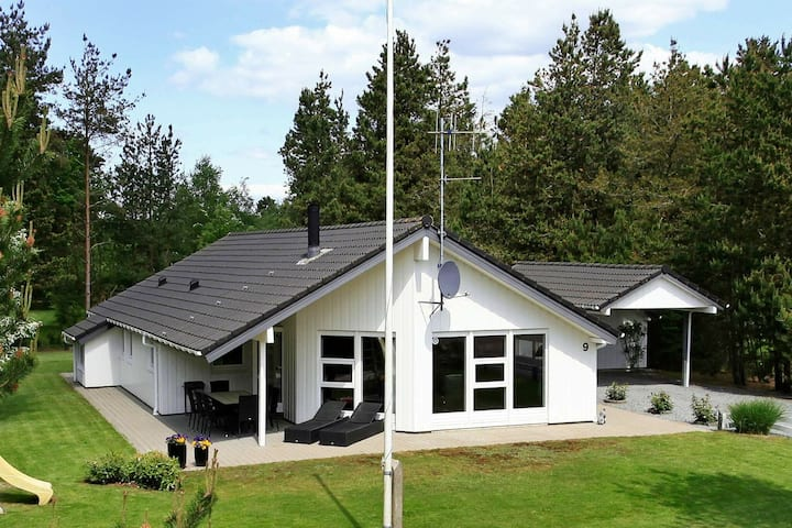 Picturesque Holiday Home in Oksbøl with Sauna