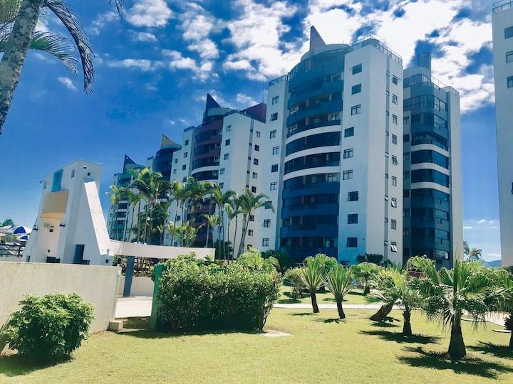 Grande e lindo apartamento à beira mar em Matinhos