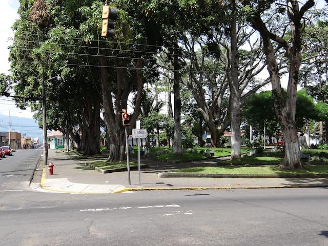 Parque Palmares, 1 block from the apartment