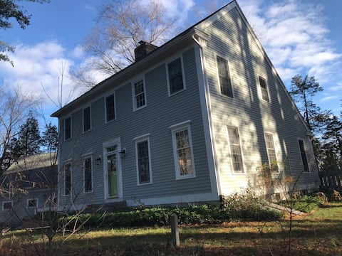 Entire home in beautiful spot. 3 BR