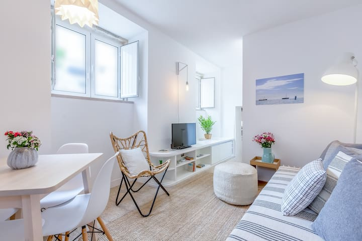 Renovated Typical Baixa  Apartment + Free Pick-up