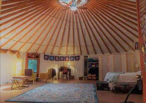 Glamping Riverside Yurt