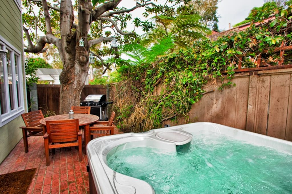 Bubbling Jacuzzi is perfect after a day of beach related or other adventures.