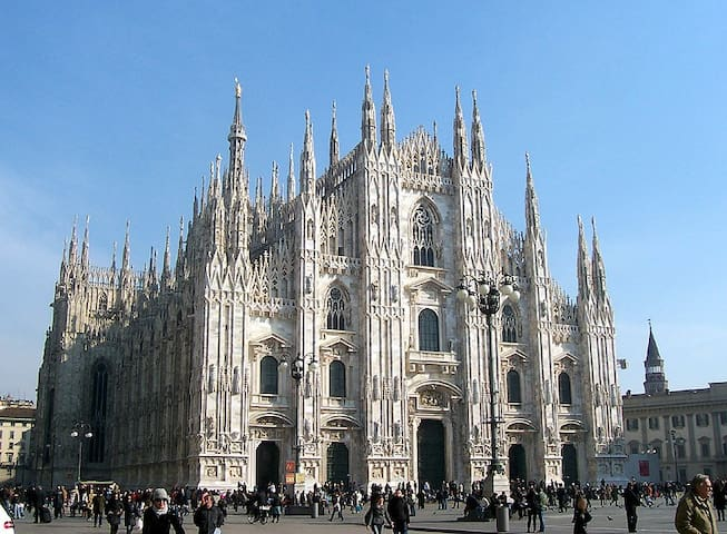 Duomo Cathedral of MIlan 2 minutes distance
