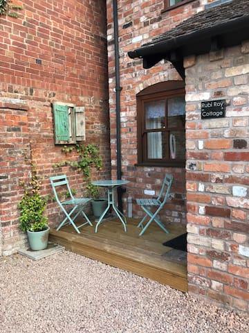 Rubi Roy: Peaceful listed cottage in Ledbury