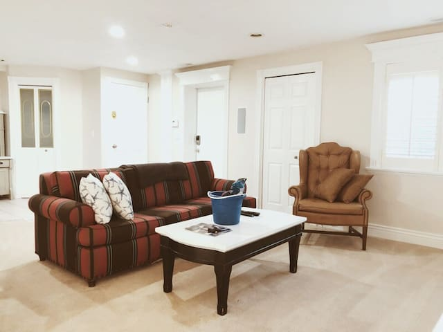 Top Rated Apt. with Private Gym + Garage Parking