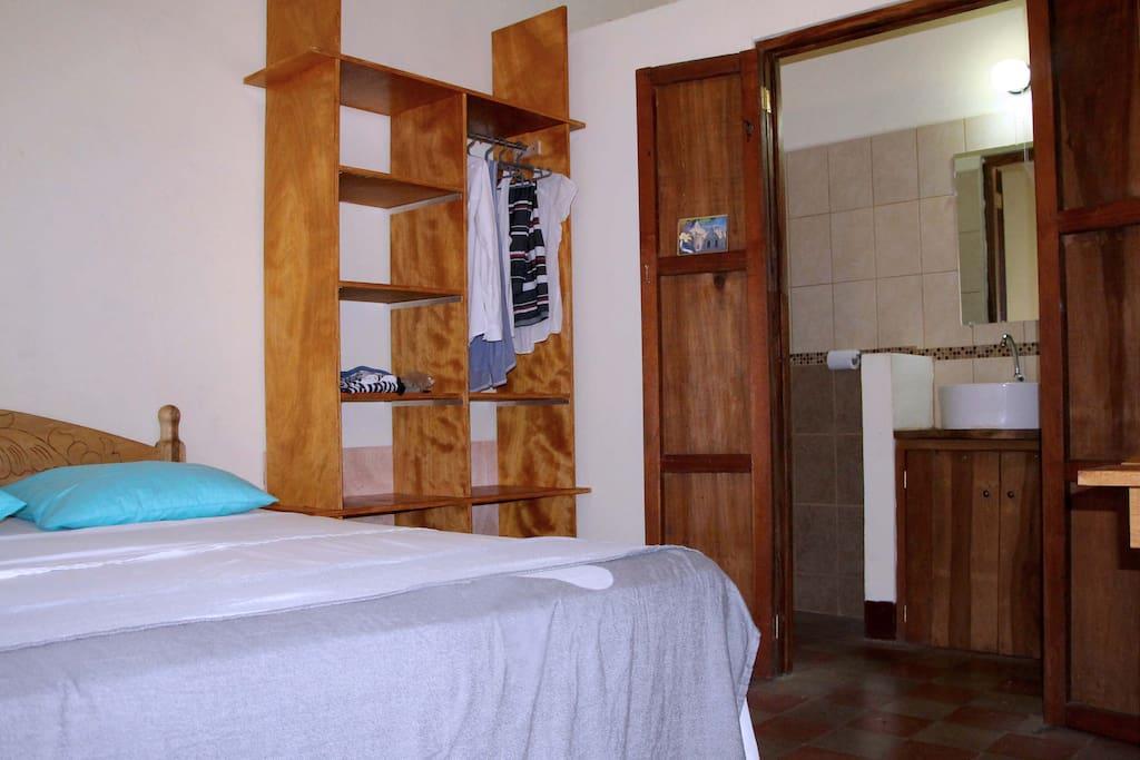Room 4 - Bed - Closet - private Bathroom
