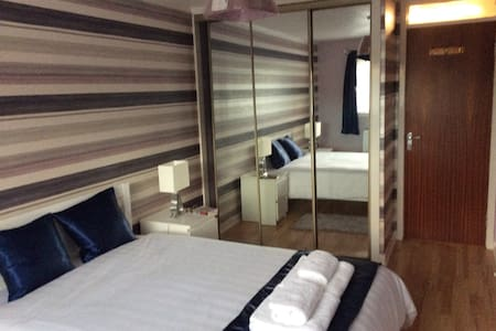 Luxury Glasgow Airport Flat No Extra Charges