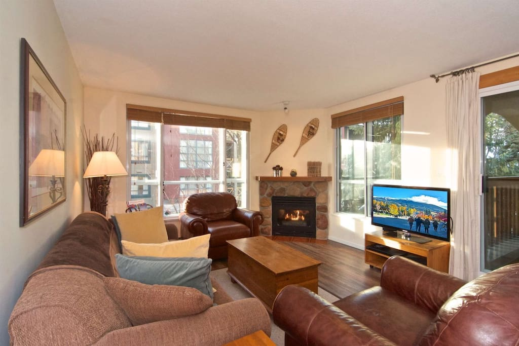 Spacious open plan, plenty of seating and natural light