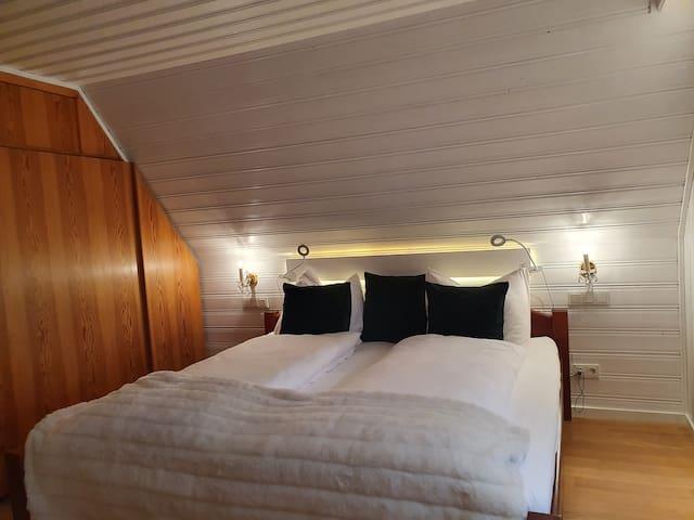 Doppelbett (2x2 m)