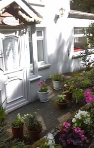 CHARACTER TWO BEDROOM DETACHED COTTAGE,ST.JOHNS - Saint John's - Hus