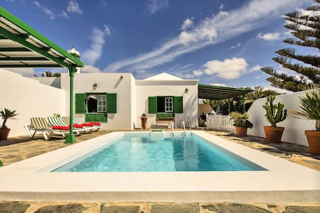 Casa Andrea, pool, wifi, garden, relax, your home in Lanzarote - Macher