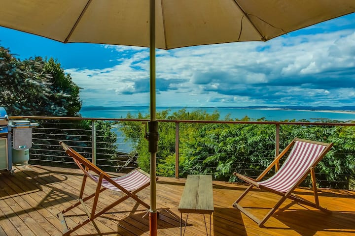 A must stay.... Panoramic ocean & mountain views!