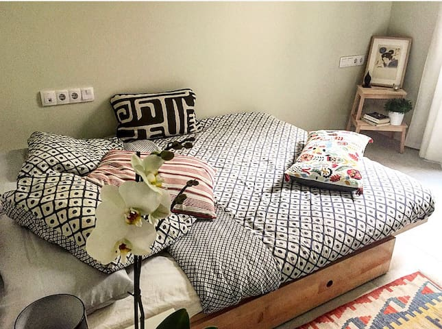 GORGEOUS CALM DOUBLE ROOM IN THE BEST BORN CENTER