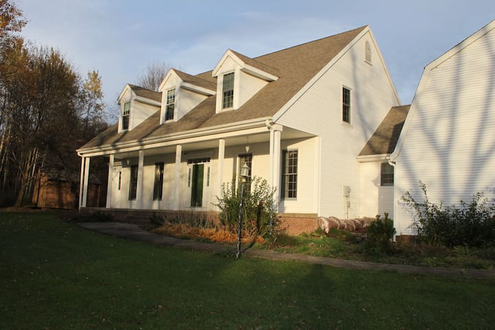 The Whispering Trees Carriage House-Rose Room #5