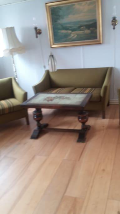 gamle møbler som hører til huset stil
