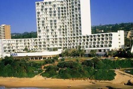 Umhlanga Sands Resort Hotel on the beach 4 sleeper - Durban