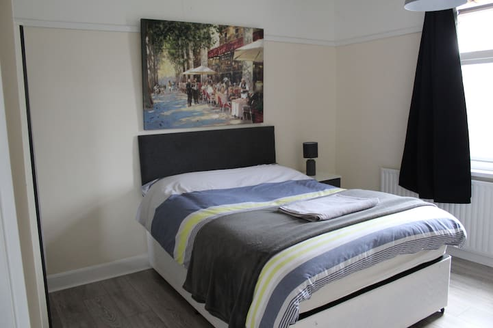 R2 - Double Bedroom Near LCFC/CityCentre/FossePark