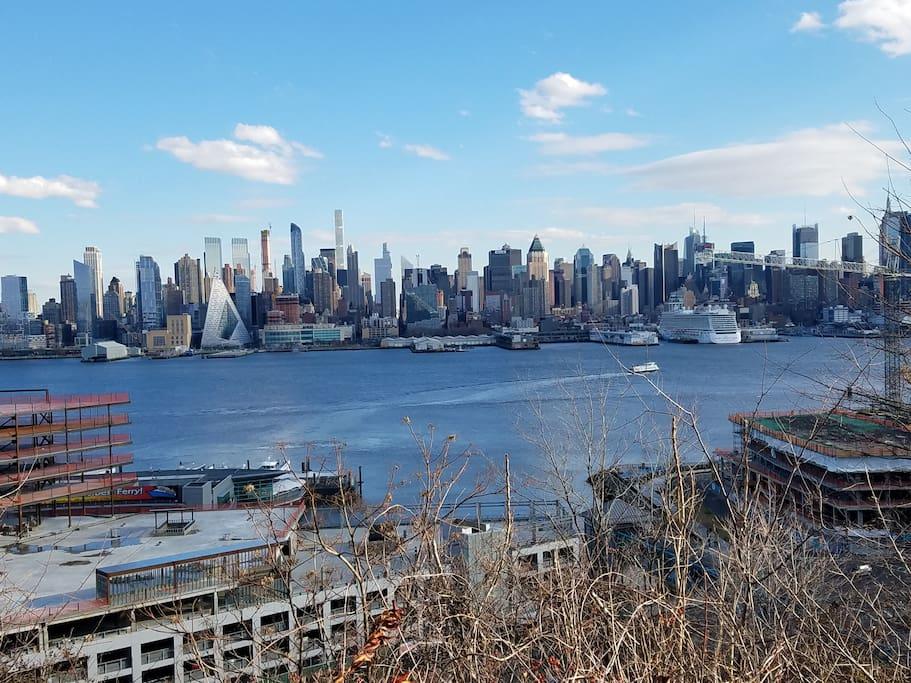 Afford nyc amazing manhattan skyline views nearby for Sistemazione new york