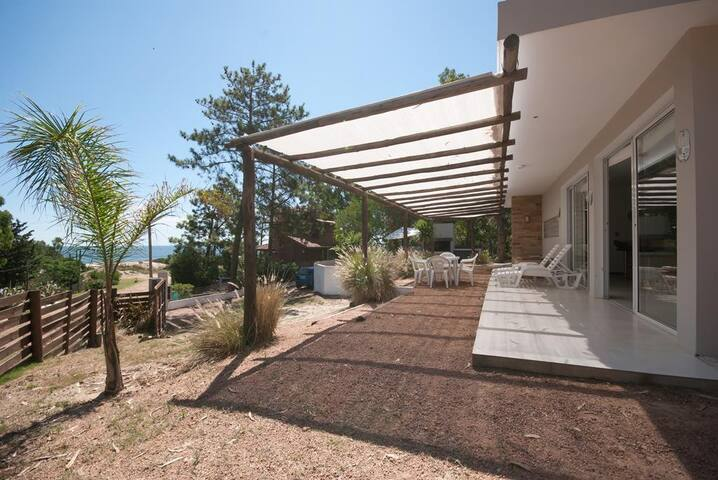 Espectacular casa con vista al mar - Playa Verde - House