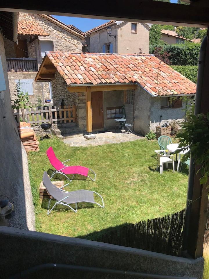 Studio entièrement indépendant Et son jardin privé