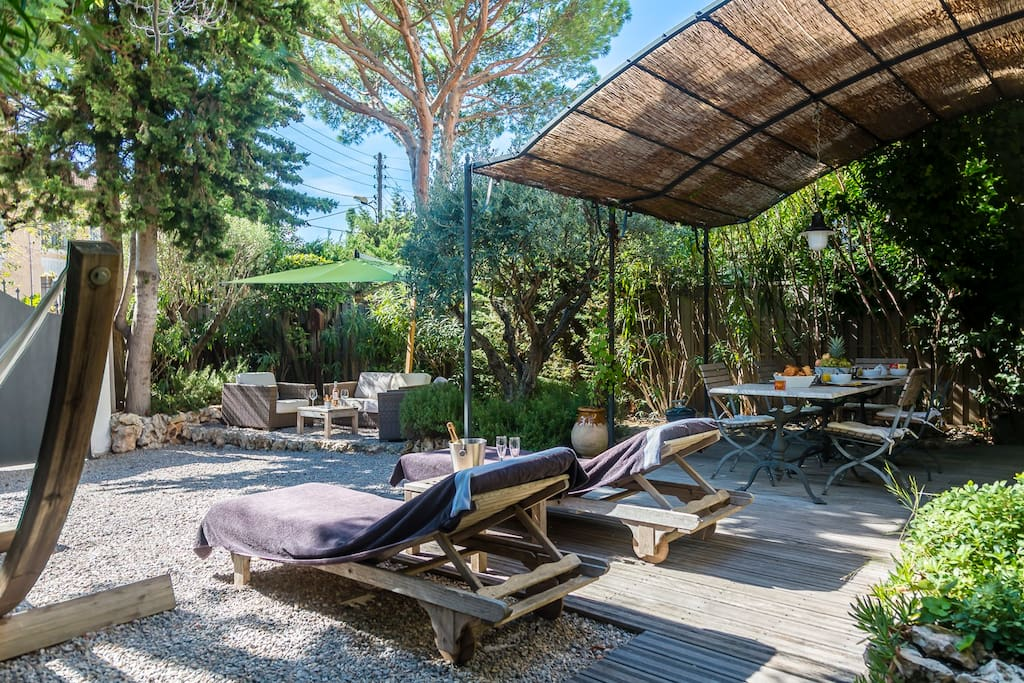 superbe cottage 200m des plages et jardin 300m2 cottages louer antibes provence alpes. Black Bedroom Furniture Sets. Home Design Ideas