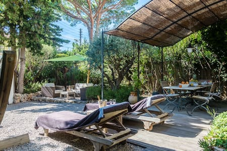 Lovely Cottage: 150m from the beach / 300m2 garden - Antibes - Talo