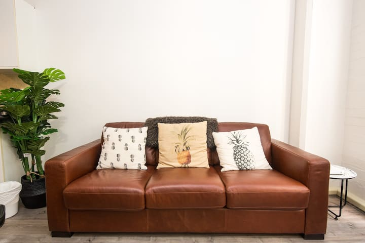 3 seater leather sofa bed with innerspring mattress