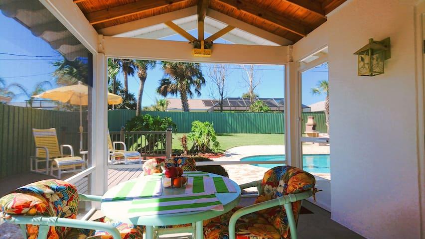 Sunny Villa by the Beach - Twin Bedroom