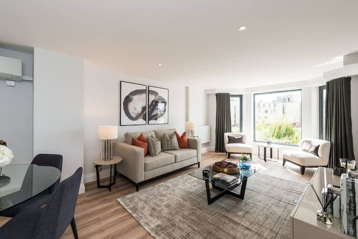 Elegant 2BD Apartment in Earls Court