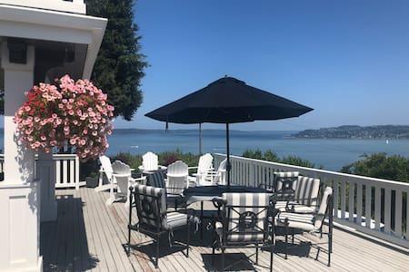☀️Basement suite N Tacoma 🏡 deck views of 🌊