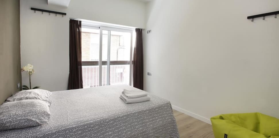 Double room in Gracia - Barcelona! Free city tips!